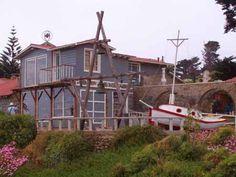 ♪ Pablo Neruda´s house in Isla Negra, V Region. Pablo Neruda, Chile, End Of The World, Cabin, House Styles, Tattoo Inspiration, Travelling, Interior, Design