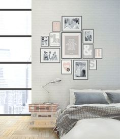 muurcollage met trouwfoto's en prints in lijstjes I like the layout of these photos Interior Design Living Room, Living Room Decor, Living Spaces, My New Room, My Room, Home Bedroom, Bedroom Decor, Bedroom Wall, Wall Decor