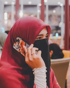 Image may contain: one or more people and phone Hijab Jeans, Hijab Quotes, Niqab Fashion, Islamic Girl, Indian Designer Suits, Girls Dp, Hijab Outfit, Muslim Women, Model