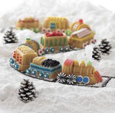 christmas-cake-decorating-ideas-holiday-train-cake-mold