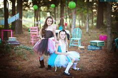 How FUN is this stylized photography session! These best friends, also known as Blondie & Brownie, certainly rocked it! Alice In Wonderland Photography, Alice Costume, Blondie Brownies, Mini Sessions, Cosplay Girls, Florence, Tutu, Tutus, Florence Italy