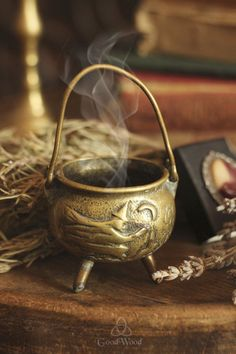 Gorgeous cauldron with a witch and moon motif! Witch Cottage, Witch House, Wicca Witchcraft, Wiccan, Witches Cauldron, Witches Brew, Season Of The Witch, Mystique, Witch Aesthetic