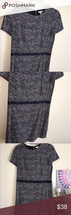 Gap patterned dress with zipper in back Very FLATTERING dress form GAP. Great for work, weddings, cocktails, etc. Worn once or twice to networking events. Navy and white. GAP Dresses Midi