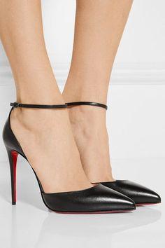 Die Absatzhöhe beträgt etwa 100 mm  Schwarzes Leder  Knöchelriemen mit Schnallenverschluss  Hergestellt in Italien