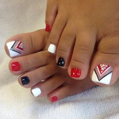 The advantage of the gel is that it allows you to enjoy your French manicure for a long time. There are four different ways to make a French manicure on gel nails. The choice depends on the experience of the nail stylist… Continue Reading → Pedicure Nail Art, Pedicure Designs, Toe Nail Art, Pedicure Ideas, Pretty Toe Nails, Cute Toe Nails, My Nails, American Nails, Summer Toe Nails