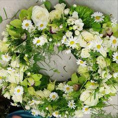 Funeral Floral Arrangements, Large Floral Arrangements, Christmas Arrangements, Beautiful Flower Arrangements, Elegant Flowers, Fake Flowers, Beautiful Flowers, Beautiful Pictures, Memorial Flowers