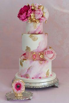 Pink Wedding Cakes Geoda wedding cake by Patricia Arribálzaga - Amazing Wedding Cakes, White Wedding Cakes, Amazing Cakes, Gorgeous Cakes, Pretty Cakes, Painted Cakes, Wedding Cake Inspiration, Cake Decorating Techniques, Wedding Cake Designs