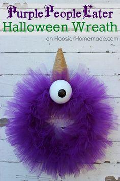 Halloween Wreath : Purple People Eater :: Tutorial on HoosierHomemade.com #Halloween #Crafts