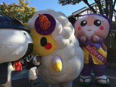 おにぎりー!!  じゃなくて、むすび丸しゃん!!  そして見守るハッスル黄門しゃん ξ(*・ω・*)3 #hikone2015 #jingisu_jin
