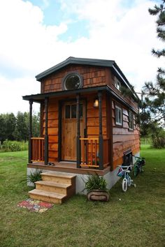 A 207 square feet tiny house on wheels. Love the shingles on the top part of the house and the colors on the outside. Tiny House Family, Tiny House Swoon, Tiny House Nation, Tiny House Living, Tiny House Plans, Tiny House Design, Tiny House On Wheels, Family Family, Small House Architecture