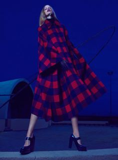 Night Vision – Thomas Whiteside captures nighttime glamour in a shoot for the August edition of Elle US starring Dutch beauty Marloes Horst. Styled in a mix of elegant blouses, trousers and skirts; Marloes explores the city in selects from Tommy Hilfiger, Oscar de la Renta, Carolina Herrera and others styled by Grace Cobb. / …