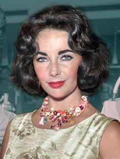 Young Elizabeth Taylor, Miss Elizabeth, Old Hollywood Stars, Hollywood Icons, Classic Hollywood, Timeless Beauty, Classic Beauty, Violet Eyes, Richard Gere