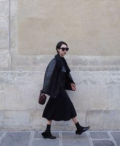 每個女孩都有自己喜歡的風格及顏色,不論你喜歡大紅大紫般的光彩奪目,還是喜歡粉粉嫩嫩色系的溫柔可人,小編還是要提醒女孩們,黑色,絕對是不變的真理啊!想要晉身時尚達人就要學會黑色的時尚感。    (圖片來源:https://www.instagram.com)    ...