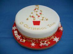 Christmas Cake w/teeney-tiny presents Mini Christmas Cakes, Christmas Cake Designs, Christmas Food Treats, Christmas Cake Decorations, Holiday Cakes, Christmas Desserts, Christmas Baking, Xmas Cakes, Christmas Tree