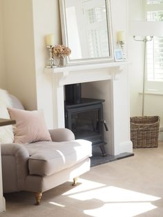 Home Tour Friday – Living Room Cosy Cottage Living Room, Narrow Living Room, Open Plan Kitchen Living Room, Living Room White, New Living Room, Living Room Sofa, Living Room Decor, Living Room Color Schemes, Living Room Designs
