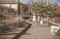 Dos looks perfectos para vuestras niñas!!!! Cuál es el tuyo??? #gocco #goccokids #fashion #moda # niños #kids #skirt #short #jacket #shirt #sandals #summer #summertime #cool #sweet #nice #cute #adorable #charming www.gocco.com