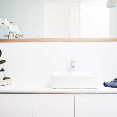 Coastal bathroom #dbbuilding #bathroom #interiorstyling #interiordesign #white #timber #pannelling #pendantlight #plants  @bacconphoto