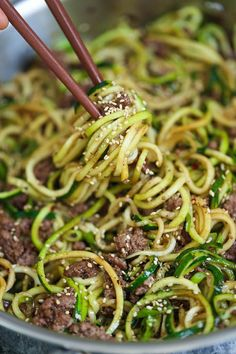 Korean Beef Zucchini Noodles – LOW CARB Korean beef bowls except with zoodles! I… Korean Beef Zucchini Noodles – LOW CARB Korean beef bowls except with zoodles! It is so much healthier and lighter without any of the carb guilt! Zoodle Recipes, Spiralizer Recipes, Paleo Recipes, Asian Recipes, Low Carb Recipes, Dinner Recipes, Cooking Recipes, Zucchini Noodle Recipes, Healthy Zucchini