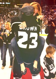 Cutest family in the NHL folks. Dustin Brown, his hockey playing wife, and all three of their boys. Hockey Girlfriend, Hockey Wife, Players Wives, Hockey Players, Relationship Goals Pictures, Cute Relationships, Boyfriend Goals, Future Boyfriend, Cute Couples Goals