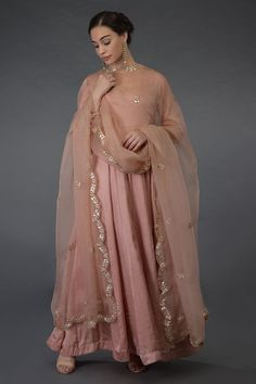 This is a pressed rose pure organza silk dupatta adorned with rose gold gota patti, zardozi and pearl bead hand embroidered scalloped borders all around and sprinkled floral bootis all over. Pakistani Dress Design, Pakistani Dresses, Indian Dresses, Indian Outfits, Mehendi Outfits, Pakistani Bridal, Dress Indian Style, Indian Wear, Frock Fashion