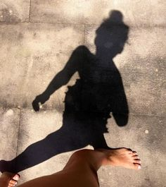 shadow self portrait idea Photos Tumblr, Belle Photo, Photography Poses, Silhouette, Photoshoot, In This Moment, Beach, Nuevas Ideas, Shadow Pics