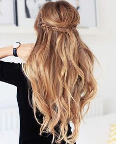 Idée Tendance Coupe & Coiffure Femme 2018 : Description Here are the 100 best hair trends for the year In this gallery you will find hairstyles for all seasons. These hairstyles are ranging Wedding Hair And Makeup, Hair Makeup, Wedding Updo, Prom Makeup, Hairstyles For Wedding Guests, Hair Styles Wedding Guest, Trendy Wedding, Wavy Bridal Hair, Wedding Hair Plaits