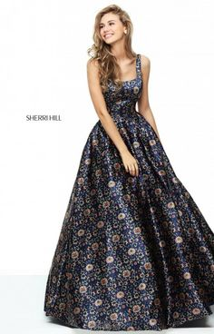 Sherri Hill dresses are designer gowns for television and film stars. Find out why her prom dresses and couture dresses are the choice of young Hollywood. Navy Prom Dresses, Open Back Prom Dresses, Pretty Dresses, Formal Gowns, Beautiful Gowns, Dress To Impress, Marie, Ball Gowns, Evening Dresses
