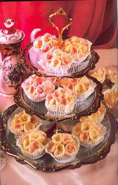 El Fanid - flower shaped Algerian sweets.