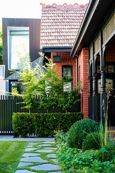 Photos from landscape design and garden design projects by Ian Barker Gardens. House Paint Exterior, Exterior Paint Colors, Exterior House Colors, Paint Colours, House Landscape, Landscape Design, Garden Design, House Design, Red Brick Exteriors