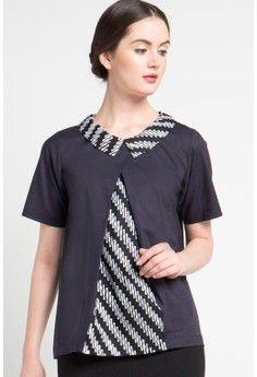 Hrishita from Kembang Sepatoe Blouse Batik, Batik Dress, Dress Shirts For Women, Blouses For Women, Batik Kebaya, Batik Fashion, Stylish Dress Designs, Blouse Models, Clothes Crafts
