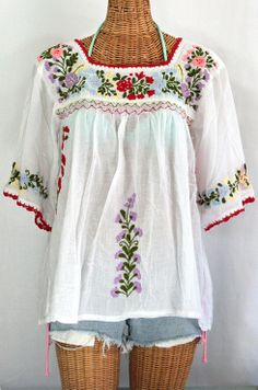 """Siren's sleeve Cotton """"La Marina"""" Hand-Embroidered Vintage-Mexican Style Peasant Top/blouse in Classic White with Multi-Color Embroidery. Hand dyed, distressed, crocheted and embroidered for an authentic, retro-vintage feel. Mexican Blouse, Mexican Outfit, Mexican Dresses, Mexican Style, Style Work, Mode Style, Style Me, Bohemian Mode, Bohemian Style"""