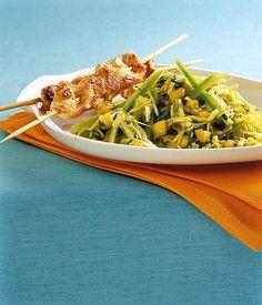 Exotischer Salat mit Hähnchenspieß Rezept - [ESSEN UND TRINKEN]