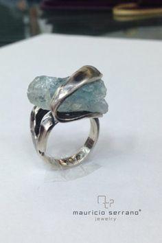 Aguamarina... La piedra primaveral. Corte en Bruto. Plata .925. #UnaVerdaderaJoya. Colección Complementos  #MauricioSerrano #Mexico #2015 #Joyas #Diseñador #Arte #Jewelry #Silver #Happiness #Gifts
