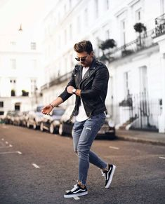 Fascinating Tips: Urban Fashion Casual Summer Outfits urban wear for men style inspiration.Urban Wear For Men Summer urban fashion shoot street style. Street Style Outfits, Hipster Outfits, Urban Outfits, Cool Outfits, Urban Street Fashion, Dope Fashion, Mens Fashion, Fashion Fall, Fashion Guide
