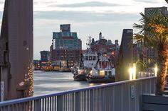 unsere Motive aus dem Hafen: http://www.bilderwerk-hamburg.de/category/hamburg-motive/hamburg-hafen/