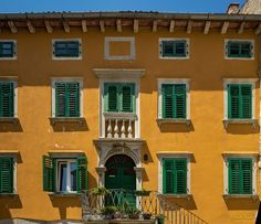 https://flic.kr/p/UVifJG   Yellow House with green Shutters - Croatia 2107   2017-05, All rights reserved, Ambiante, Architecture,, Croatie, Europe, Façade, Istrie, Kodack EliteColor 200, Labin, Extérieur, Porte Fenêtre, Jaune, Vert, Volet