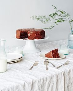 We're giving away the perfect podium to display your latest baked creations! Follow the link in our bio and tell us about the best  you've ever had for a chance to win this scalloped beauty from 200 year old  porcelain company @pillivuytusa! Contest open until April 20th at 12pm ET. : @goodcomag by food52