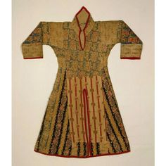 Among the followers of Mahdi, appliquéd tunics of cloth and wool were worn as uniforms to recall garments of the poor and to unite the various regional ethnic groups under their banner. This quilted tunic has a similar block composition, but different clothing tradition of armor and the cavalry, in North Africa, Niger, northern Nigeria and Sudanic regions. The front and back slits in the tunic and the accompanying mail are designed for riding astride, red and blue threads are silk from…