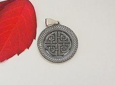 Sheild knot.Asatru.Celtic Pendant.Celtic Knot Pendant.Celtic Jewelry.Celtic Shield.Celtic Cross Pendant.Celtic Shield Knot.Viking Pendant