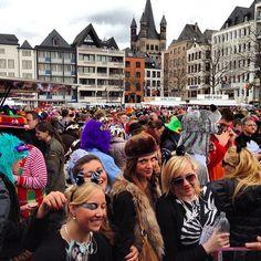 Weiberfastnacht am Heumarkt in #Köln #alaaf14 #Karneval http://www.ausflugsziele-nrw.net/karneval-koeln/