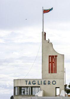 Fiat Tagliero Garage In Asmara, Eritrea Bauhaus, Drive In, Fiat Uno, Art Nouveau, Streamline Moderne, Art Deco Buildings, Art Deco Home, Bathroom Art, Art Deco Design