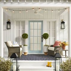 Front Porch Decorating Ideas for Best Inviting Entry Covered Front Porches, Small Front Porches, Southern Front Porches, Small Patio, Porche Shabby Chic, Ensemble Patio, Outdoor Rugs, Outdoor Decor, Outdoor Pillow
