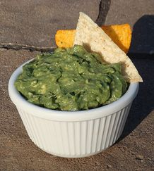 Super Green Guacamole is full of omega 3 fatty acids, fiber, and superfood chlorella. This recipe is very tasty and nutritious. Make as a healthy snack! Purella Health | Recipes
