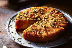 Upside-down apple and almond cake with pistachios