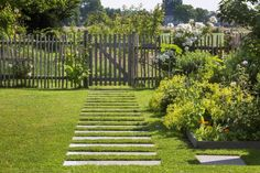 Discover recipes, home ideas, style inspiration and other ideas to try. Trellis Fence, Garden Trellis, Spring Landscape, Landscape Design, Garden Cottage, Home And Garden, Diy Craft Projects, Country Fences, Garden Solutions