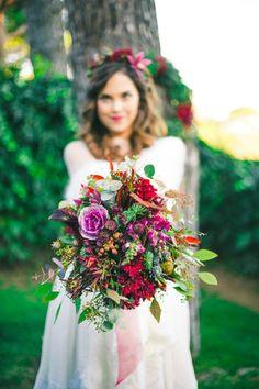 Ramos de novia, las tendencias del 2017. The Decoshopper Whimsical Wedding Flowers, White Wedding Flowers, Floral Wedding, Green Centerpieces, Bride Bouquets, Hair Beauty, Weddings, Table Decorations, Bridal