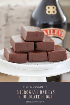 A 10 minute super easy Microwave Baileys Chocolate Fudge recipe. rich and delicious! The perfect gift for a friend (or sneaky late night treat! Baileys Fudge, Baileys Recipes, Fudge Recipes, Candy Recipes, Sweet Recipes, Baking Recipes, Dessert Recipes, Homemade Baileys, Easter Recipes