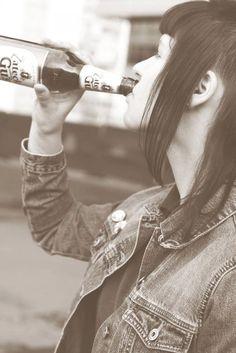 #WomenDrinkingBeer #skinbyrd #skinheadgirl #Spiritof69 #levis #beer