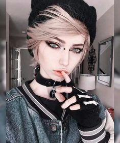 Emo is back, and now it's trendy. Check out list of fantastic emo hairstyles for girls, make your choice and express your individuality! Hairstyles For Round Faces, Cute Hairstyles, Short Emo Hairstyles, Wedding Hairstyles, Sarah Marie Karda, Jude Karda, Medium Hair Styles, Short Hair Styles, Portrait Photos