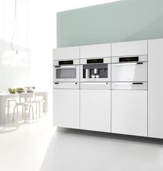 Your new kitchen design depends on which appliances you have purchased. Here's a guide to help you know how and when to buy appliances for your new kitchen. Beach House Kitchens, Cool Kitchens, Modern Kitchens, Kitchen And Bath, New Kitchen, Kitchen Ideas, Miele Coffee Machine, Miele Kitchen, Kitchen Appliance Storage